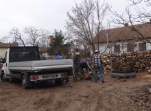Az önkormányzat megkezdte a szociális rászorultság alapján adható tűzifa kiosztását