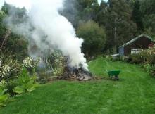 Sokba kerülhet a kerti tüzeskedés! Százezrekre büntethetnek