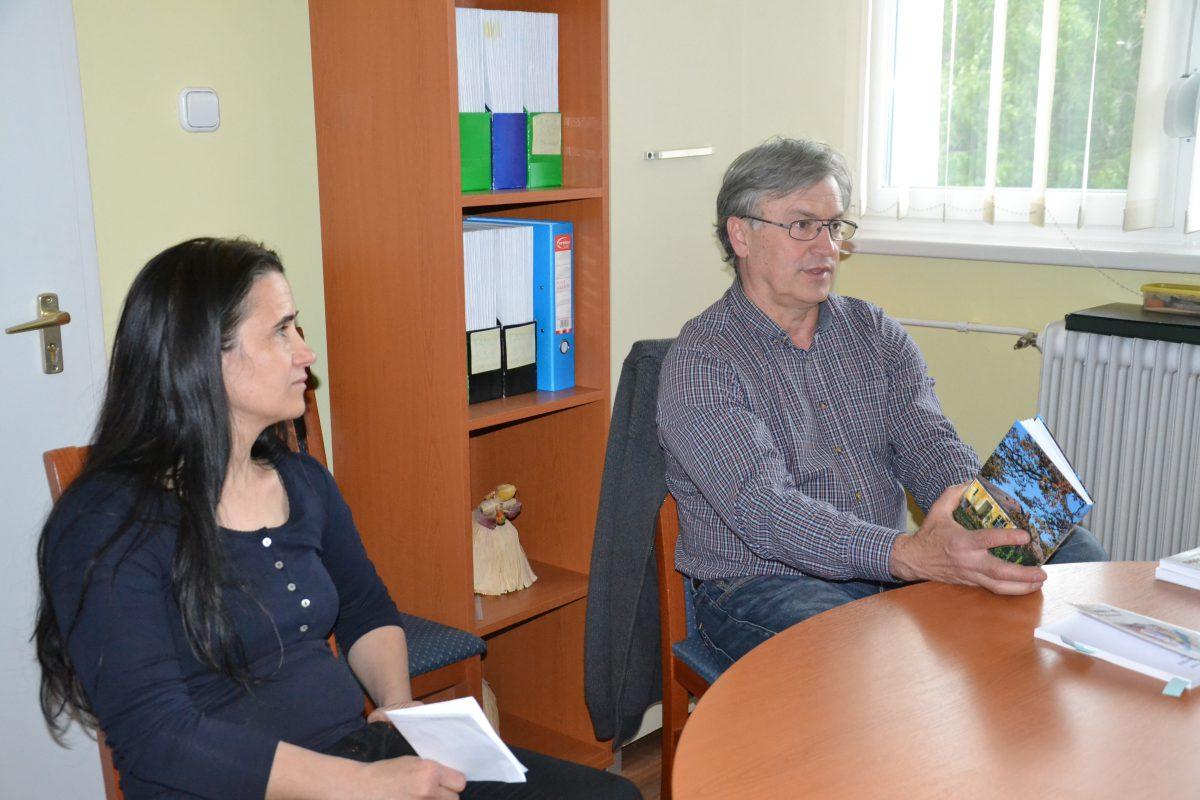 Szombathelyi Árpád a könyvtárban bemutatta A Szeri kovács című könyvét