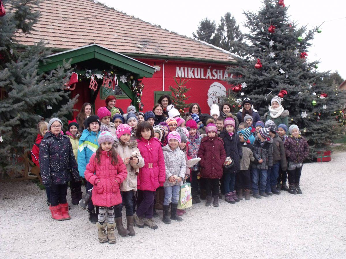 Nagykarácsonyba utaztak a balástyai gyerekek