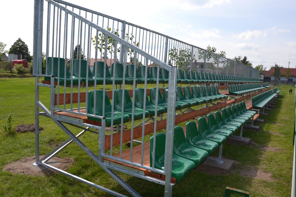 Lelátó épült a sportpályán