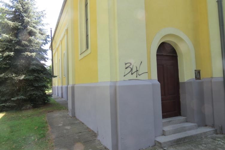 Rendőrségi hír – Még a templom falát is összefirkálta