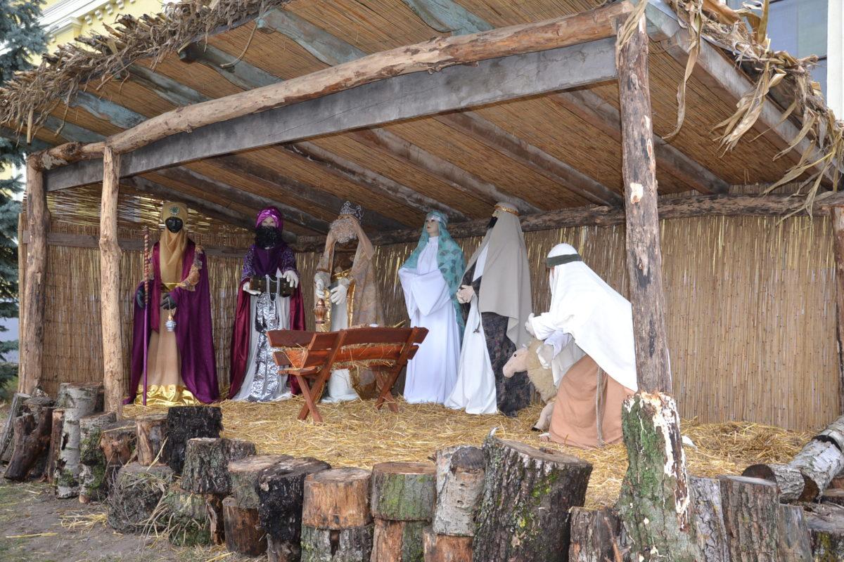 Betlehem a templomkertben
