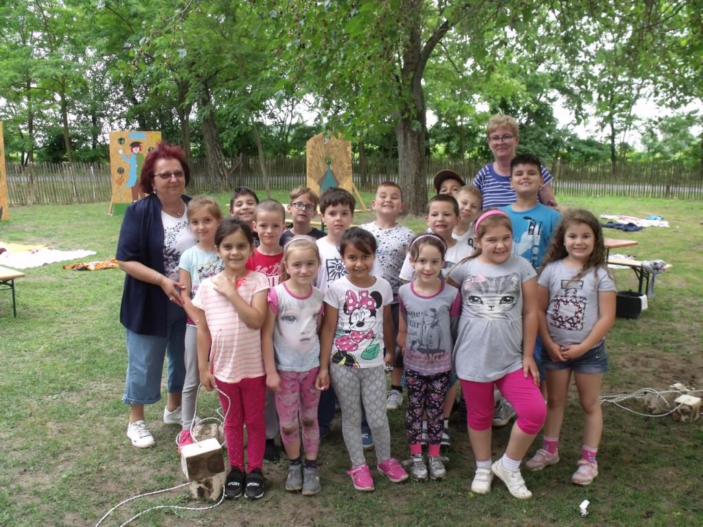 Szegedi iskolások jártak a balástyai Állatsimogatóban