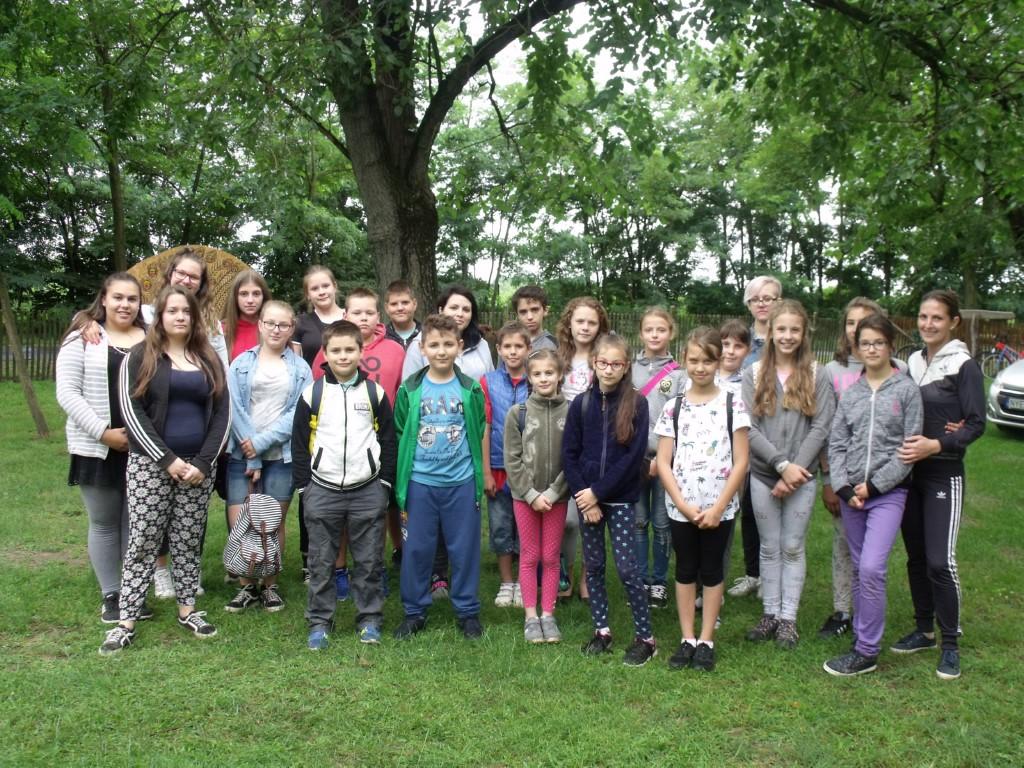 Balástyai nyári táboros gyerekek az Állatsimogatóban