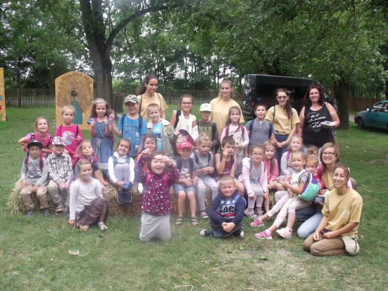 Az Állatsimogatóba látogattak a forráskúti nyári napközisek
