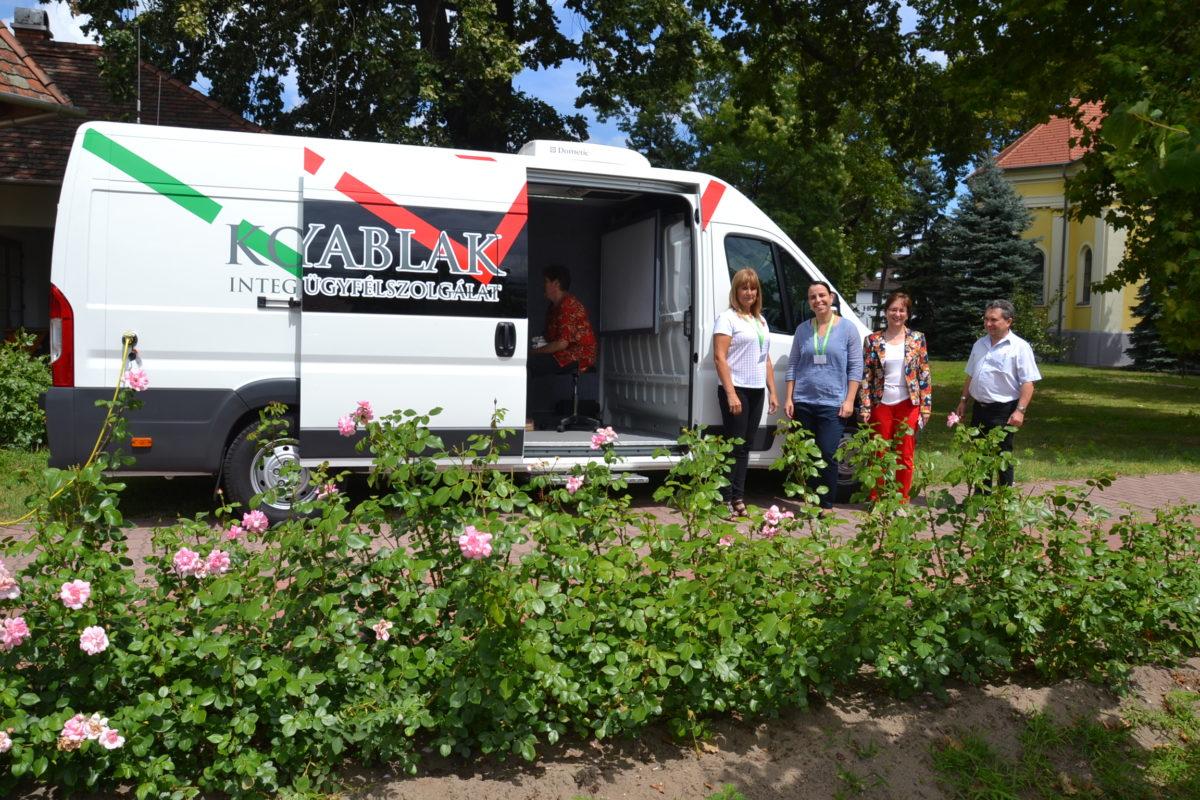Kormányablak busz jön Balástyára