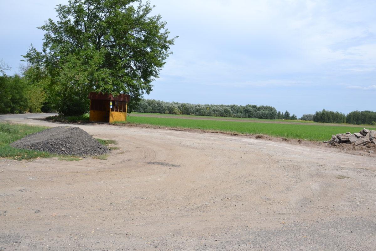 A balástyai erdőközi úton az útfelújítás idején változik az autóbusz közlekedés!