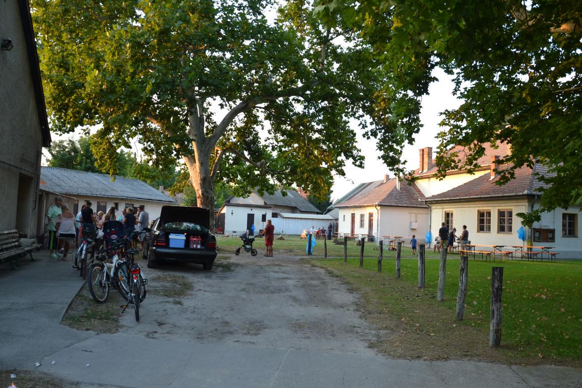 Zsírégető partit tartottak a művelődési ház udvarában