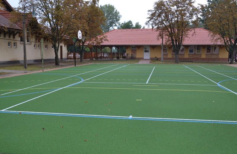 Új sportudvar várja a gyerekeket az általános iskolában