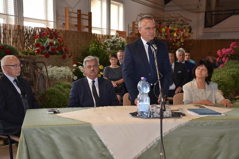 Falunapok megnyitója után ünnepi képviselő-testületi ülést tartottak a sportcsarnokban