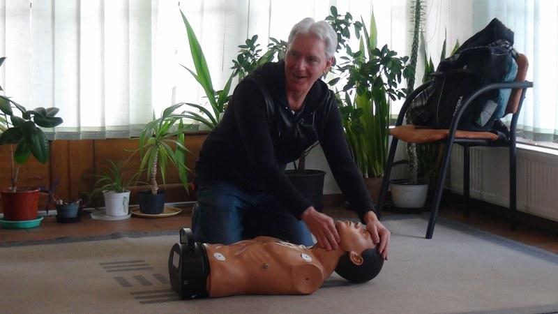 Az újraélesztést gyakorolták a defibrillátor tréningen a Tanodában