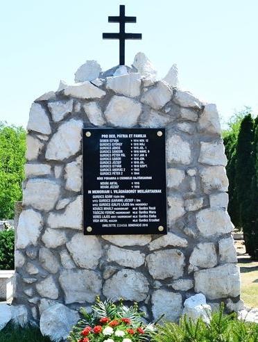 A csengelei temetőben a hősökre emlékeznek