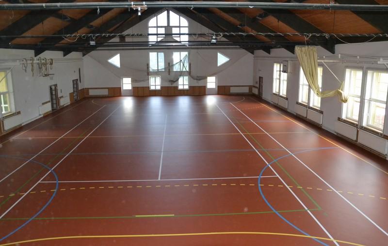 A sportcsarnokban elkészült az új sportpadló