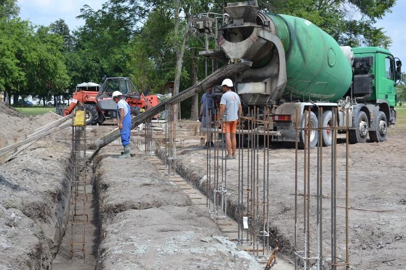 Készülnek a piaccsarnok épületét tartó betonpillérek