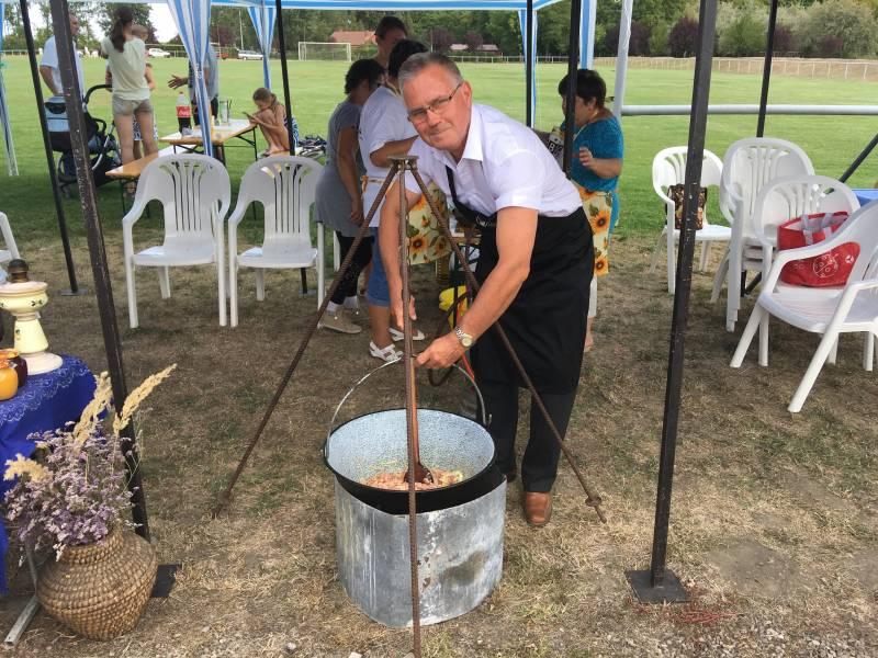 Polgármesterek főzőversenye Deszken
