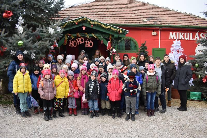 Nagykarácsonyban jártak a balástyai gyerekek