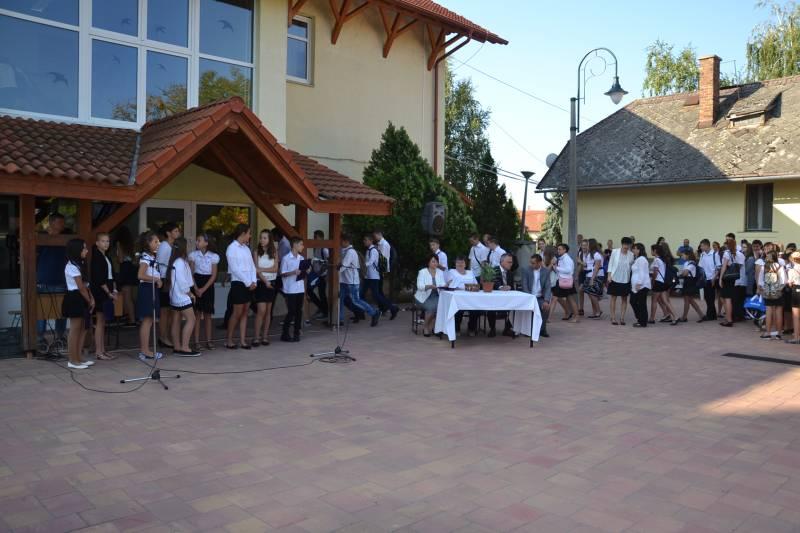 Tanévnyitó a balástyai általános iskolában