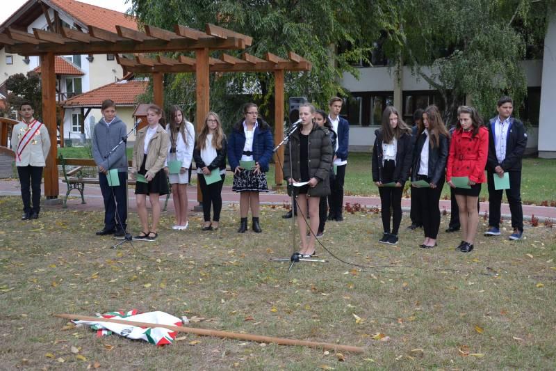 Az aradi vértanúkra emlékeztek a balástyai általános iskolások