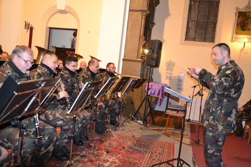 Katonazenekar koncertjével ünnepeltek a balástyai Falukarácsonyon