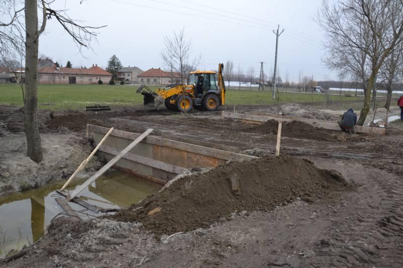 Áprilisban lesz a csatornaépítés munkáinak műszaki átadása