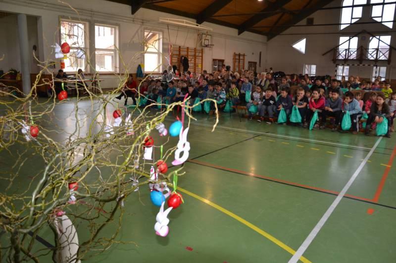 Húsvét Balástyán, a sportcsarnokban